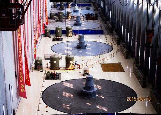 8月31日23时12分,随着,大渡河安谷水电站4号机顺利通过72小时试运行并网发电。至此,由水电五局承建的西部大开发重要的水电开发项目大渡河安谷水电站5台机组全部投产发电。 大渡河安谷水电站是中国电建集团投资、开发、建设、运营的、西部大开发重要的水电开发项目,位于四川省乐山市境内的大渡河干流上,是大渡河干流梯级开发中的最后一级。电站兼顾发电、防洪、航运、灌溉和供水等功能,采用混合开发方式,安装4台19万千瓦水轮机组和1台1.